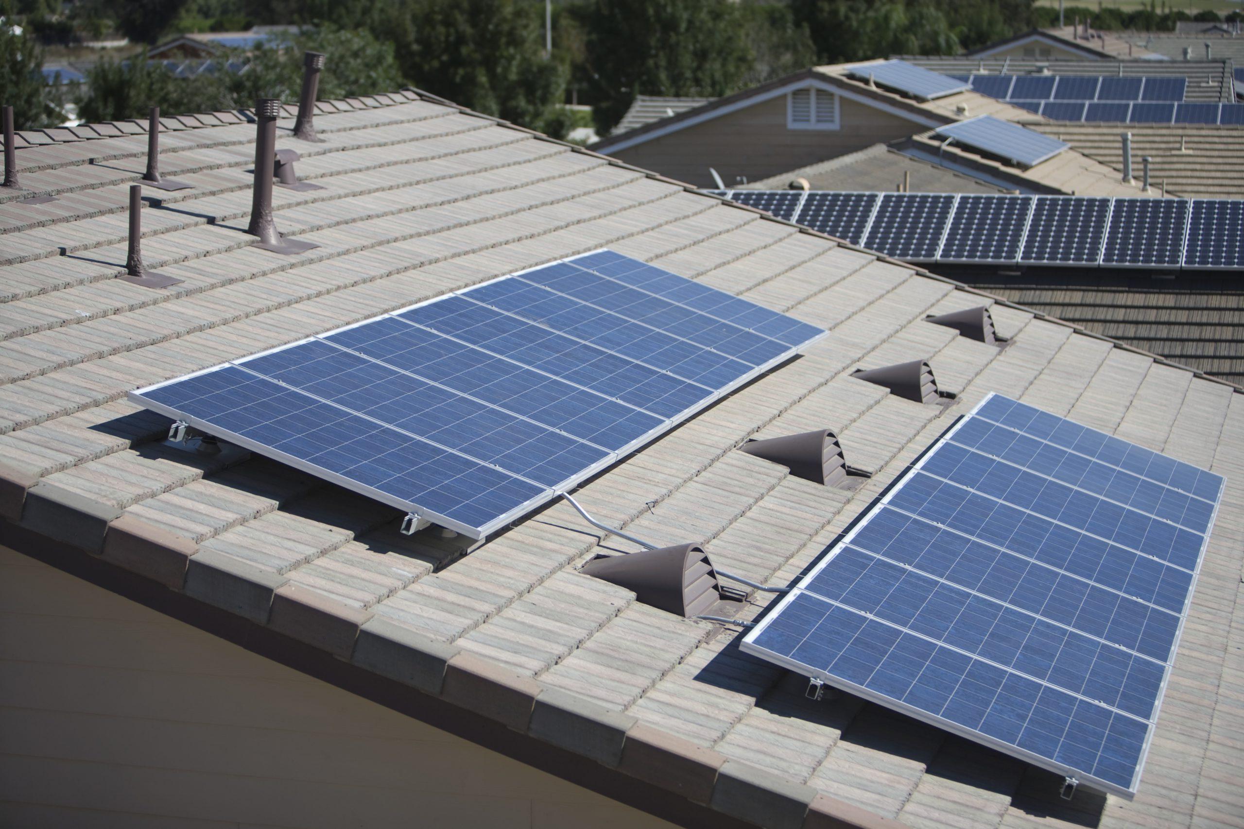Photovoltaikanlagen sind von den deutschen Dächern nicht mehr wegzudenken.
